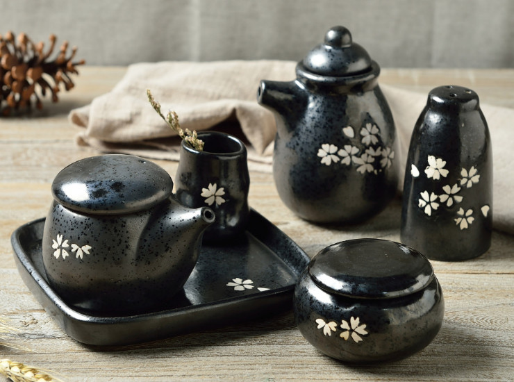 Cherry Blossom Seasoning Pot Soy Sauce Pot Japanese Creative Ceramic Seasoning Jar Black Matt Quaint Tableware