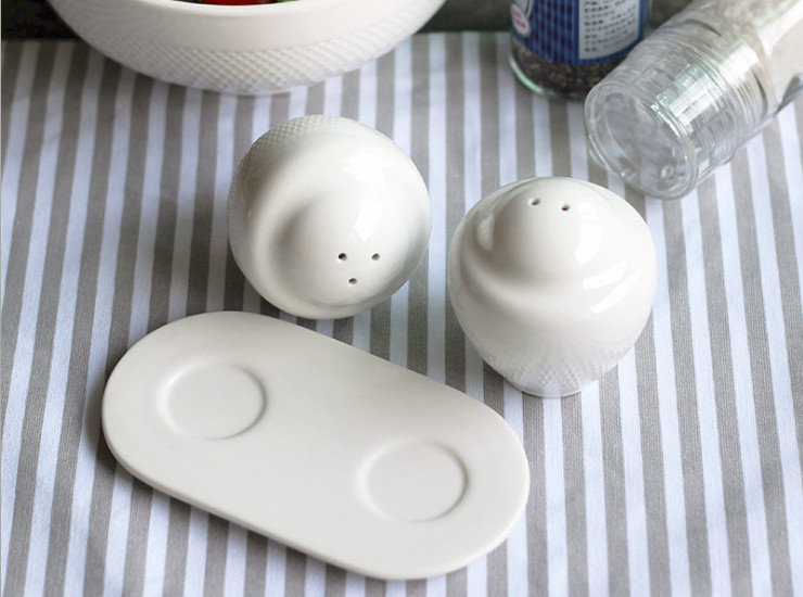 European - Style Creative Relief Seasoning Tank Set With A White Porcelain Cane Pepper Powder Pepper Powder Kitchen Supplies