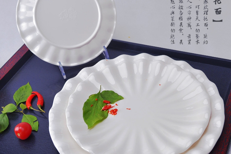 A5 Melamine Tableware Round Petal-shaped Dining Plate