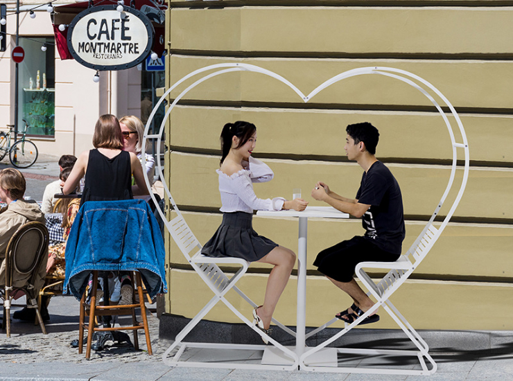 Love Shape Table And Chair Combination Outdoor Leisure Table And Chair Heart Bar Outdoor Multifunctional Cafe (Delivery & Installation Fee To Be Quoted Separately)