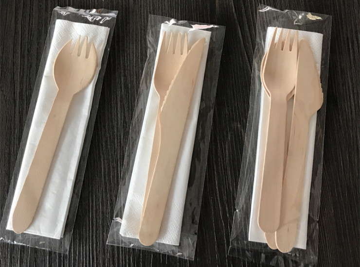 (Ready-Stock Eco-friendly Biodegradable Wooden Tableware) (Box/300/450 Pcs) Disposable Environmentally-Friendly Degradable Tissue Wooden Cutlery Set Takeaway Cutlery Wooden Spoon Fork Knife (Individually-packed)